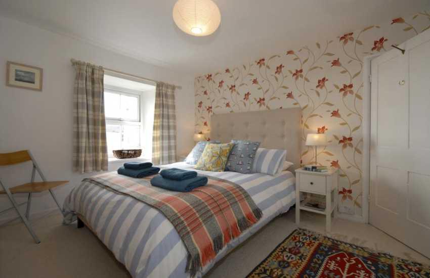 Pembrokeshire coastal cottage sleeps 5 - double en-suite master bedroom