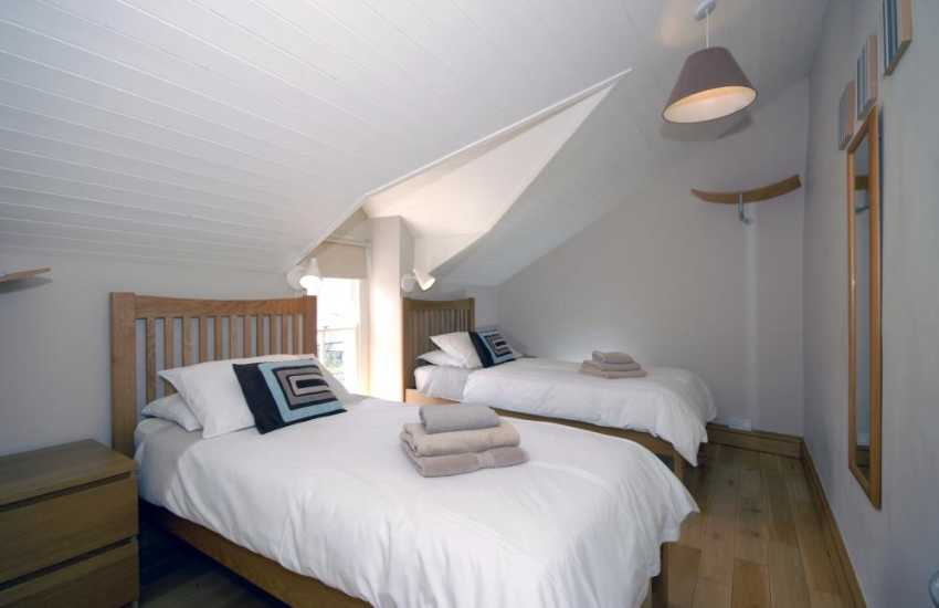 Self- catering cottage Aberaeron sleeps 6 - twin