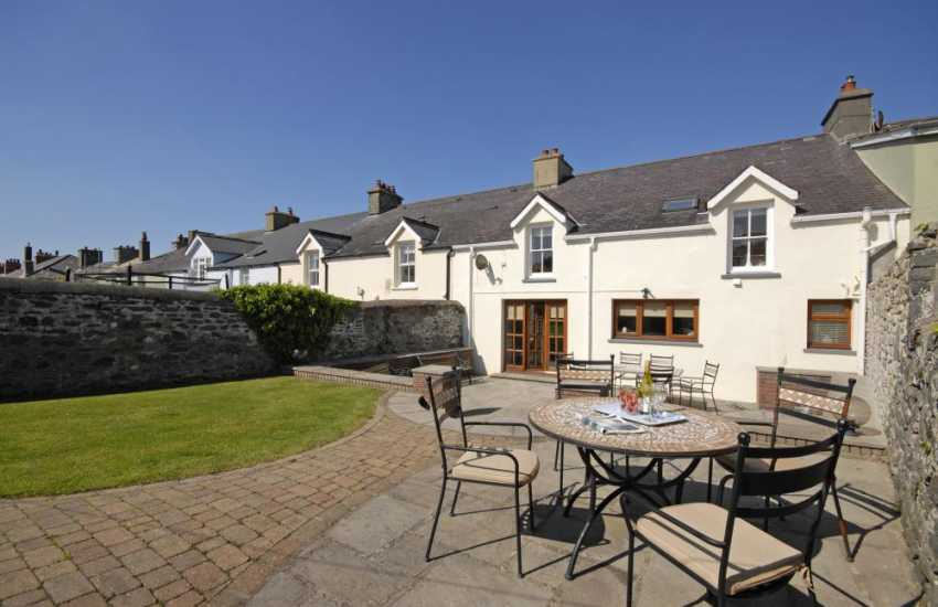 Holiday cottage Aberaeron with  enclosed garden - pets welcome