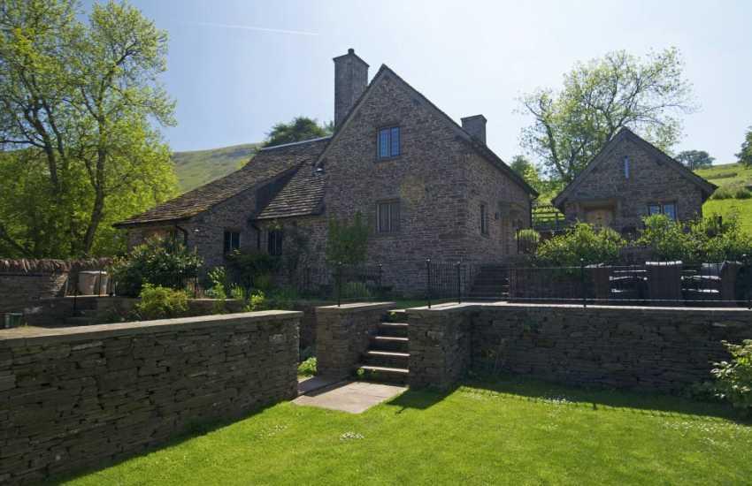 Holiday cottage near Hay on Wye sleeps 10