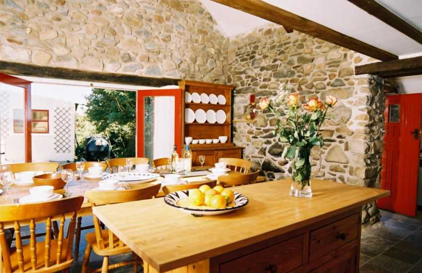 St Davids holiday cottage dining room