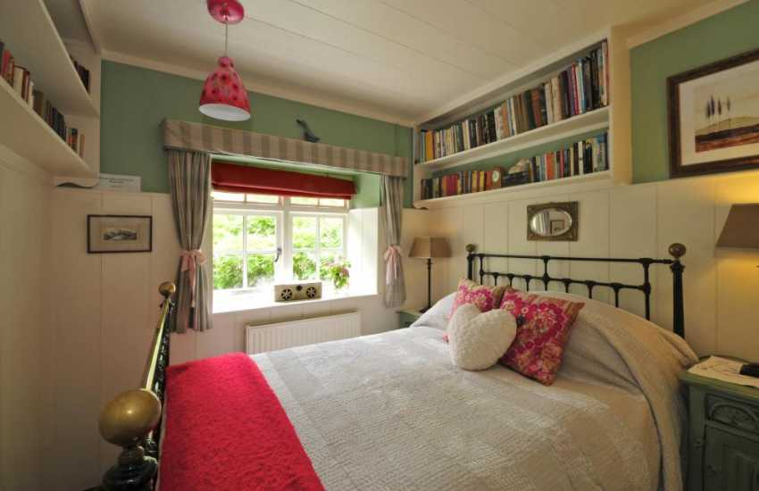 Pet friendly National Park holiday cottage Snowdonia - bedroom