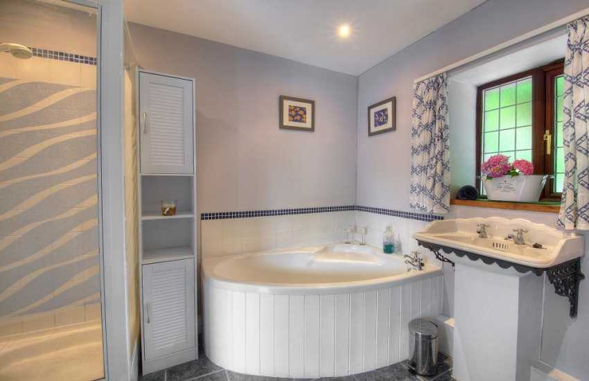 Nefyn holiday cottage - bathroom