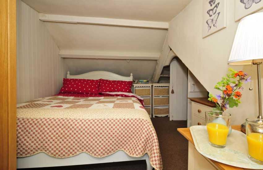 Llyn peninsula holiday cottage - bedroom