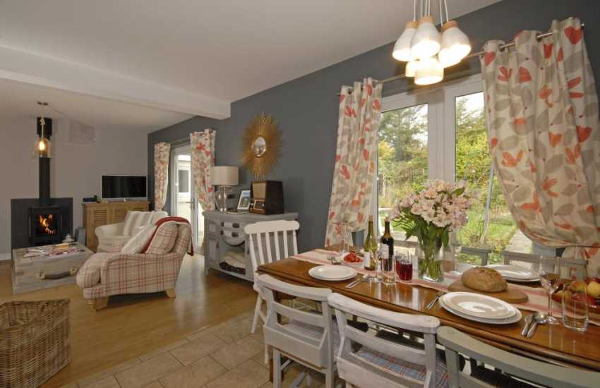 Family holiday cottage Newport Pembrokeshire - open plan living area and Wi-Fi