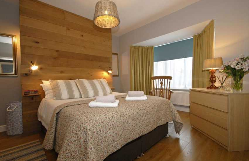 Newport, Pembs holiday cottage - double master bedroom