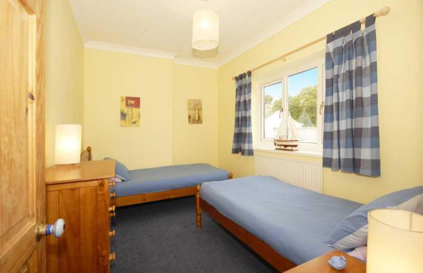 Tenby holiday home sleeps 5 - twin