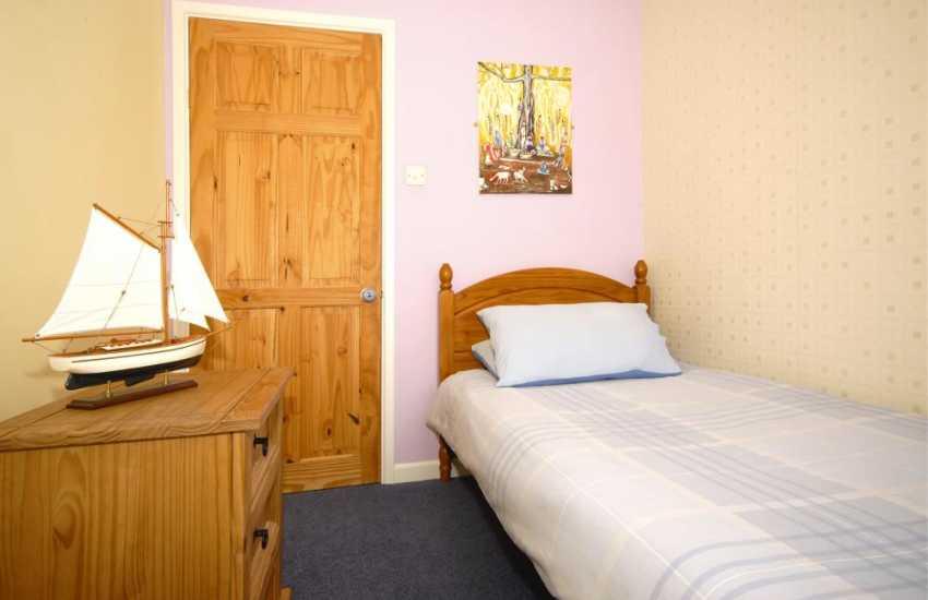 Tenby holiday home sleeps 5 - single