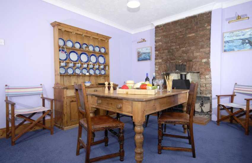 Gaythornes holiday home - dining room