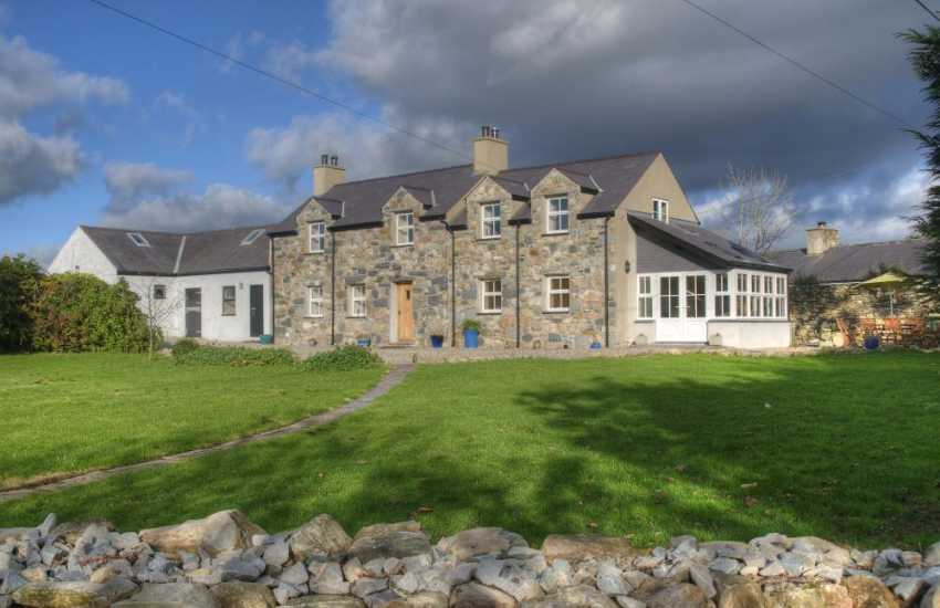 Snowdonia holiday cottage 4 bedrooms - exterior