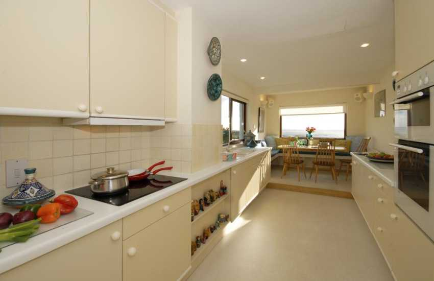 Solva Pembrokeshire self catering luxury holiday home - open plan kitchen