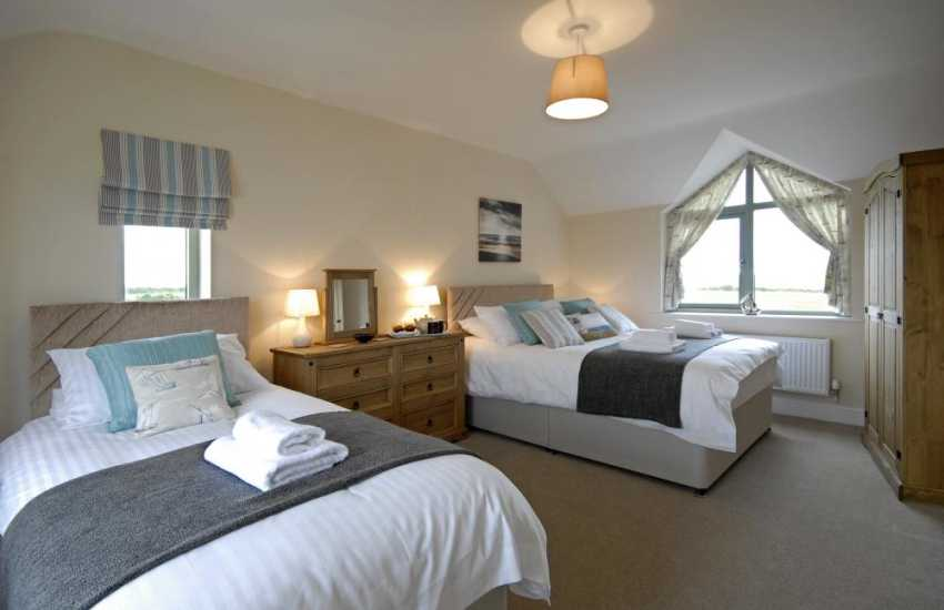 Pembrokeshire holiday home sleeping 6 - family bedroom with single and king size beds