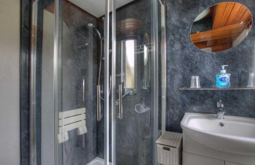 Llandudno self catering cottage - bathroom