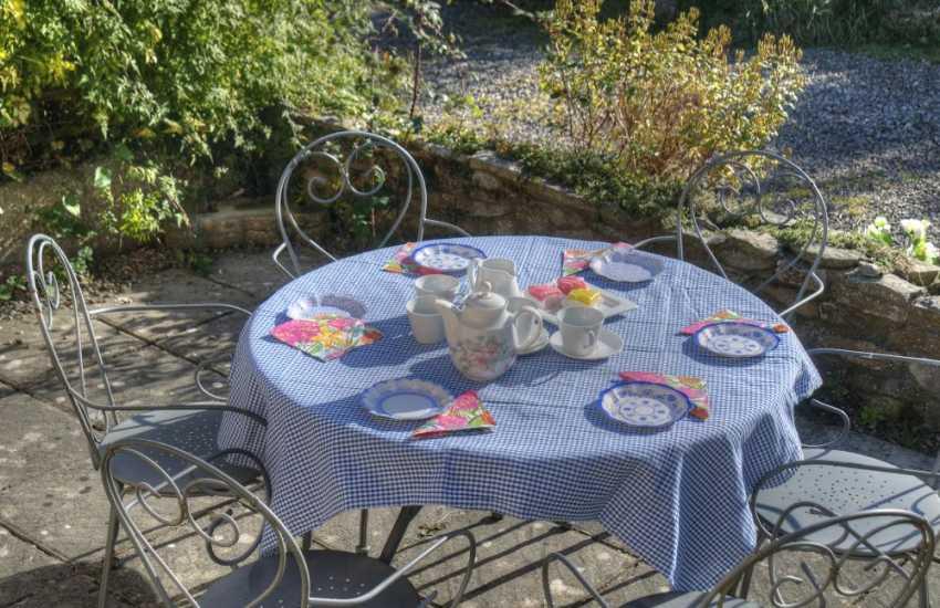Llandudno self catering cottage - patio