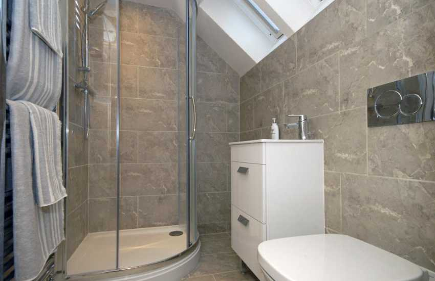 Little Haven Holiday house - 2nd floor double en-suite shower