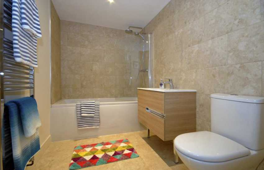Little Haven Holiday cottage - ground floor family bathroom
