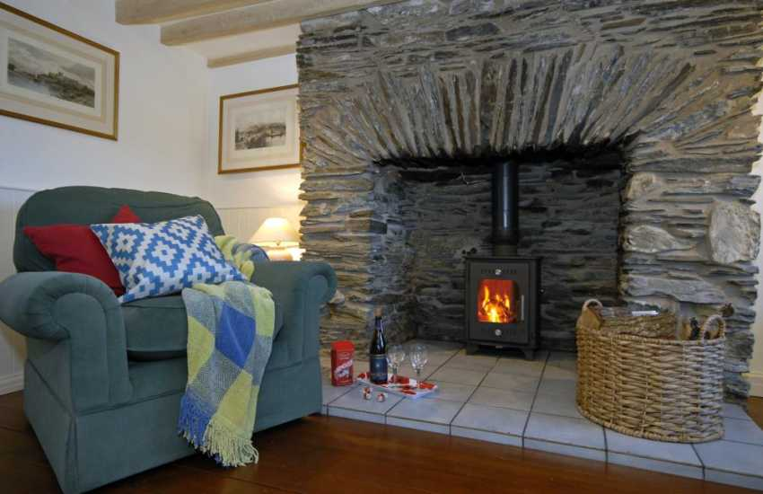 North Pembrokeshire cosy holiday home with log burner