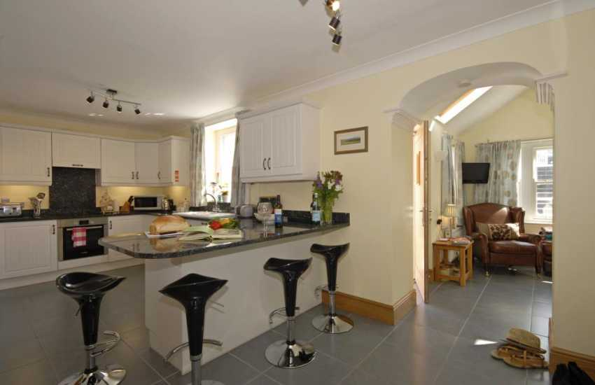 Self-catering Aberaeron - luxury fitted kitchen