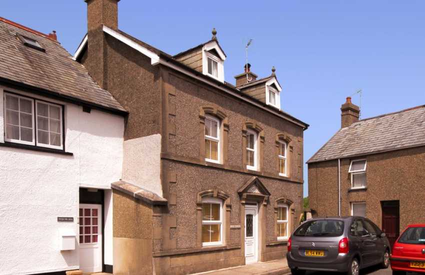Criccieth holiday home, late Vitorian holiday house in seaside resort