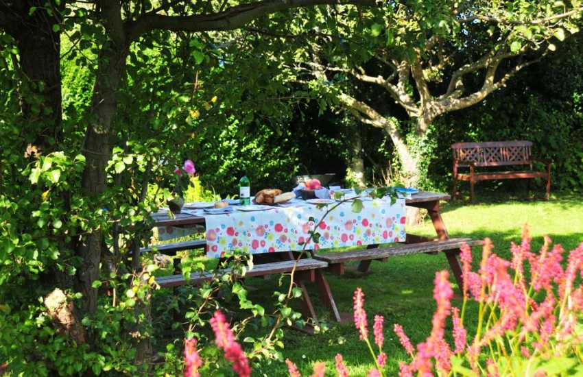 Holiday cottage on the Welsh coast - garden