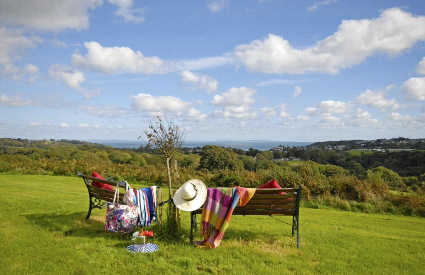 Pembrokeshire holiday home with sea views over Saundersfoot and the bay beyond
