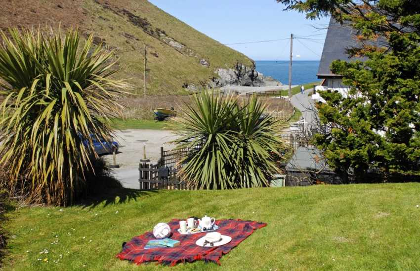 Cwm Tydu self catering beach bungalow with sea views from the garden
