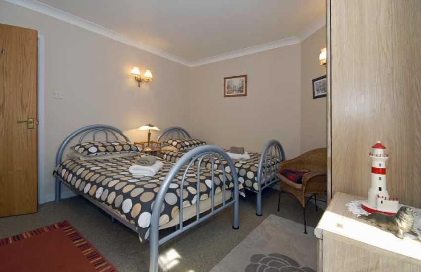 Cardigan Bay holiday cottage sleeps 4 - twin