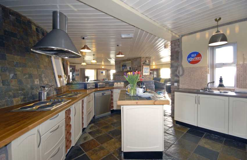 Dale self-catering holiday home - kitchen