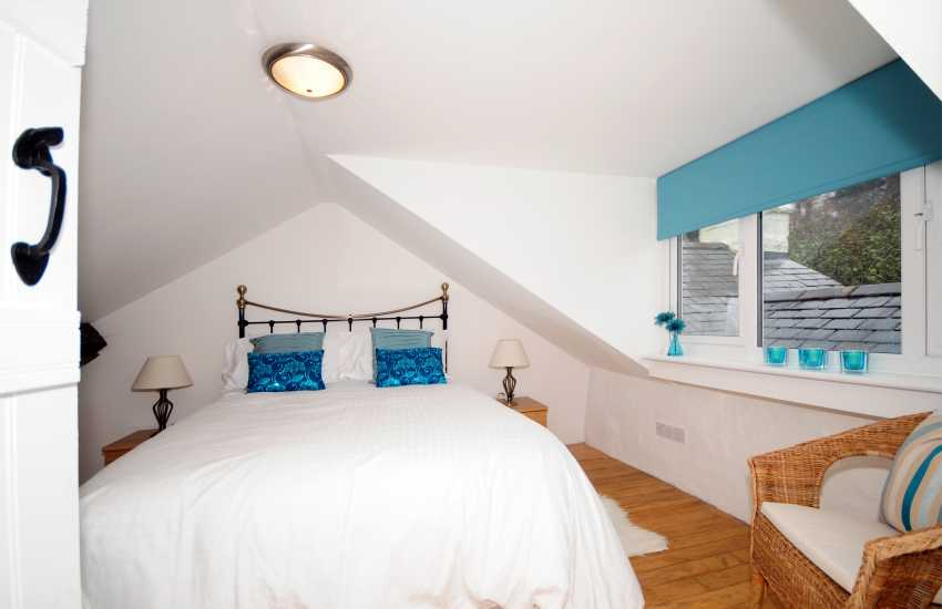 Holiday cottage near Cwm Bychan -  ground floor double bedroom