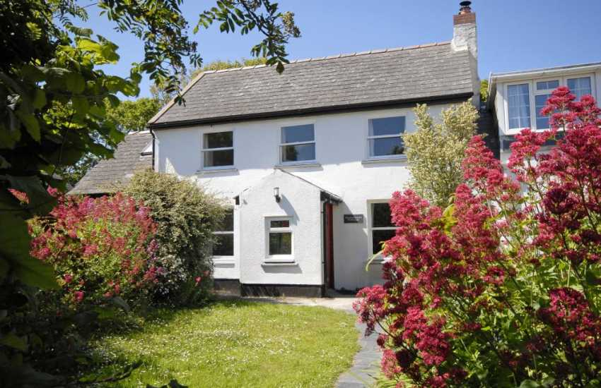 Solva restored holiday cottage with enclosed garden - pets welcome
