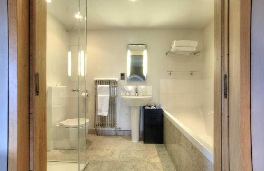 Gruffydd bathroom