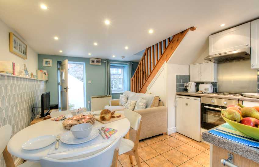 Laugharne self-catering holiday cottage with modern kitchen/diner