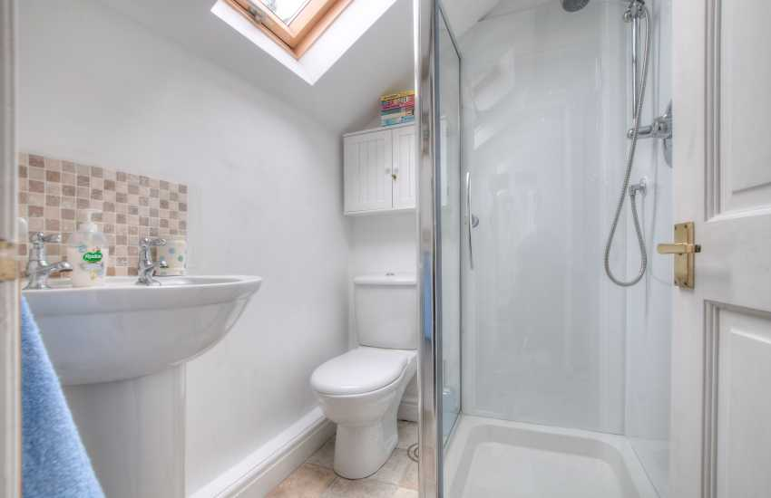 Laugharne holiday cottage - shower room