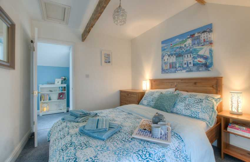 Laugharne holiday home sleeps 2 - double bedroom
