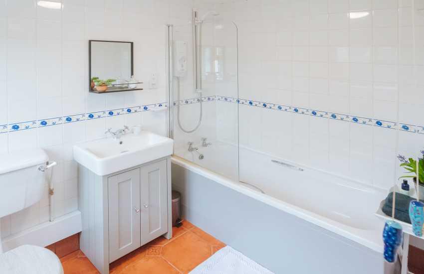 Welsh cottage holiday - bathroom
