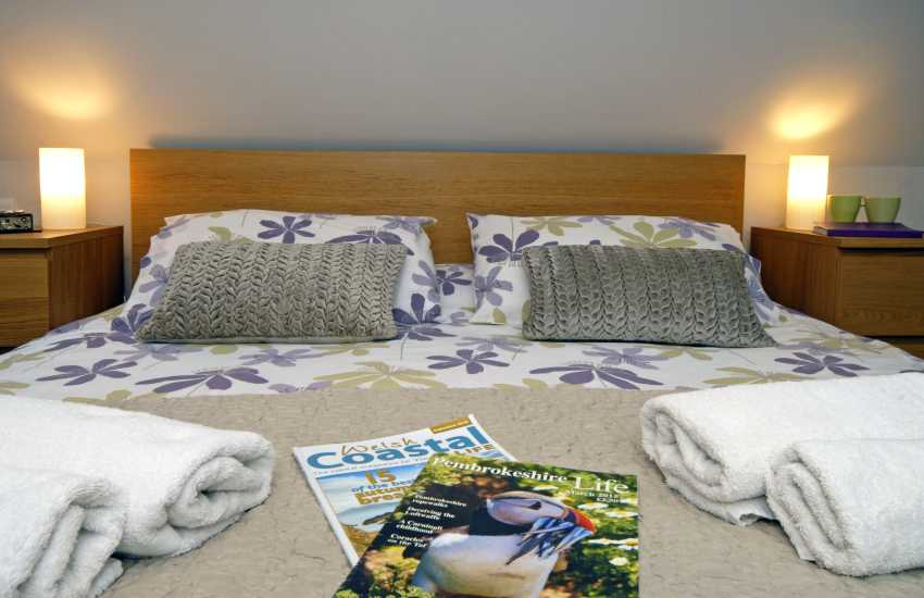 Cosy kingsize bed