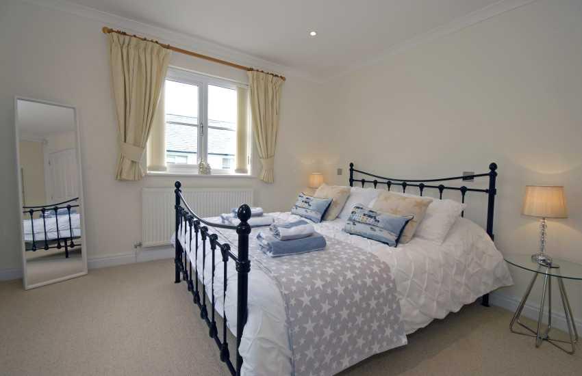 King size en-suite bedroom