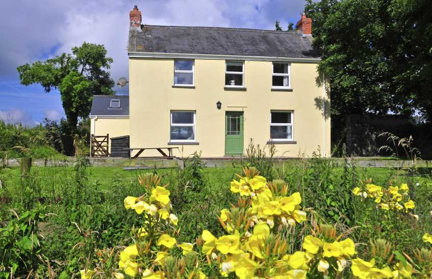 South Pembrokeshire rural holiday cottage - pets welcome