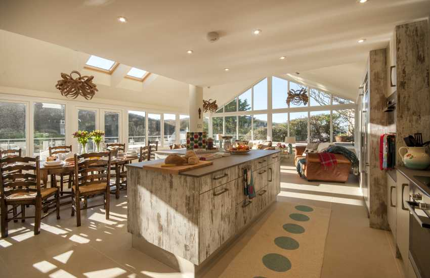 Little Haven self catering holiday house - open plan Kitchen/diner/living room with doors to sun deck
