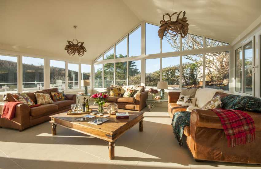Little Haven spacious family holiday house - open plan conservatory living area