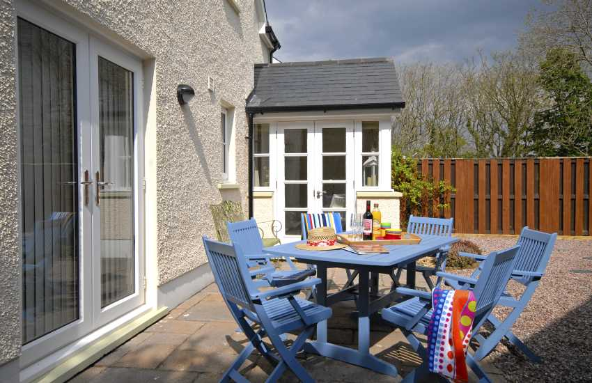 Little Haven holiday cottage with enclosed rear garden