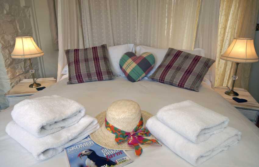 Luxury holiday cottage on the Pembrokeshire coast sleeps 2
