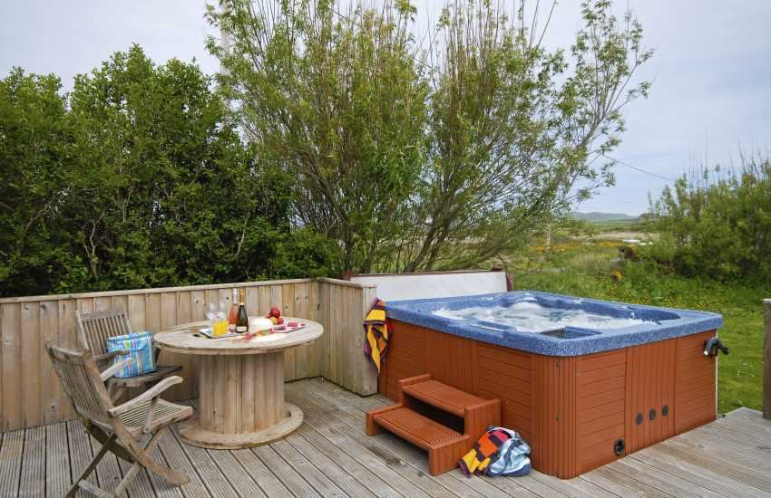 St Davids holiday chapel with hot tub