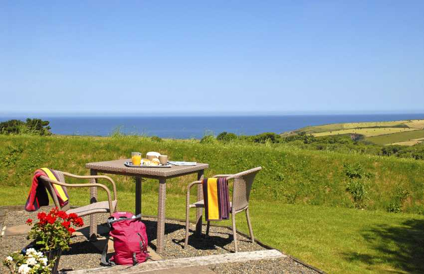 Pencaer holiday cottage with stunning views to Strumble Head