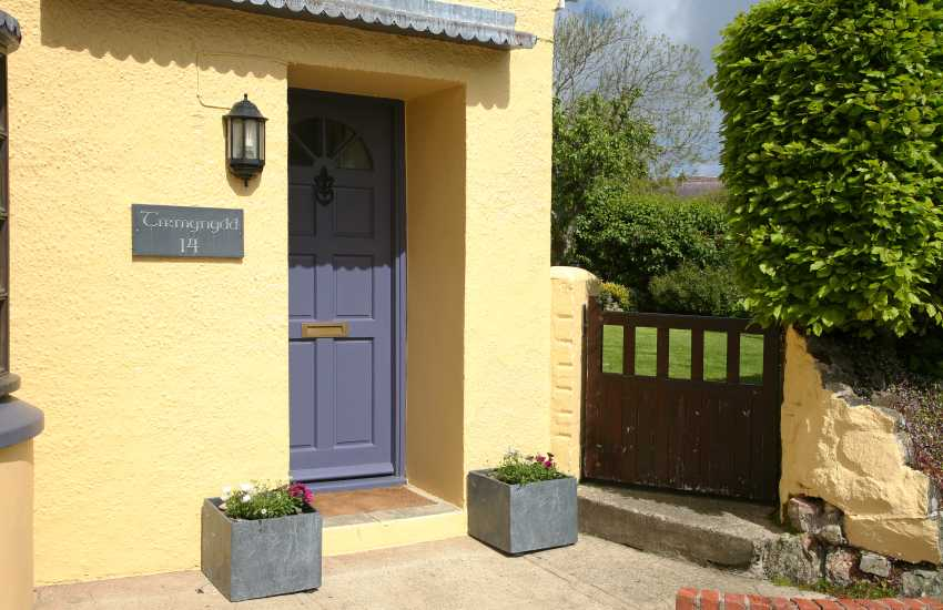 Pet friendly Solva holiday cottage with enclosed gardens