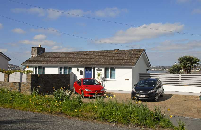 Pet friendly Pembroke holiday home