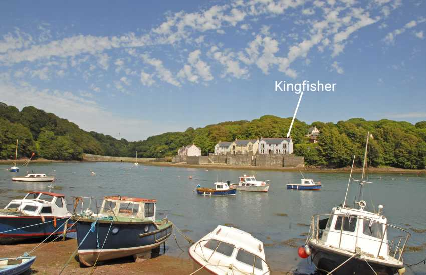 Pembrokeshire waterfront holiday home overlooking Castle Pill - pets welcome