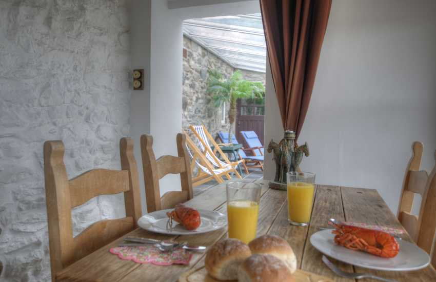 Snowdonia coastal cottage - dining