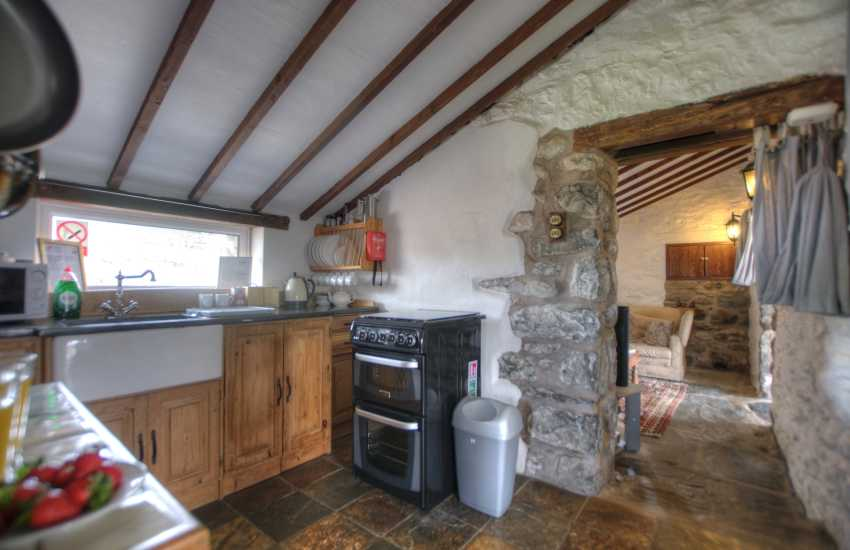 Snowdonia coastal cottage - kitchen