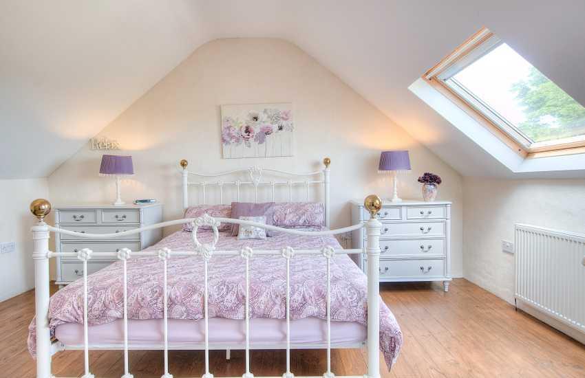 Holiday house sleeping 9 Aberdaron - 1st floor triple bedroom